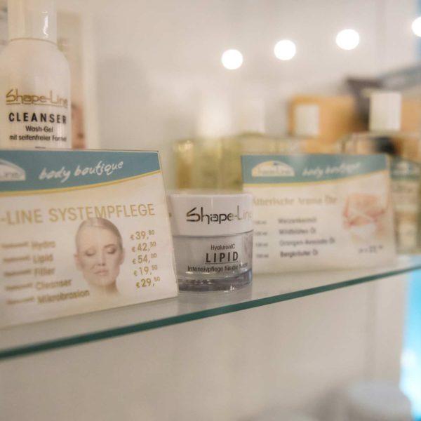 Neben typgerechten Schlank-Behandlungen gibt es auch natürliche Beauty-Produkte.