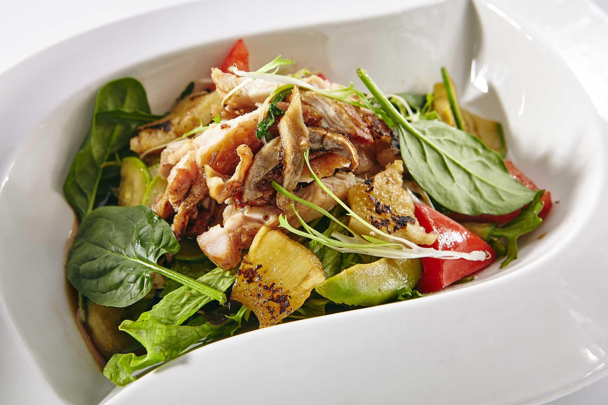 Keto Schweinsbraten-Bärlauch Salat zum Oster-Brunch
