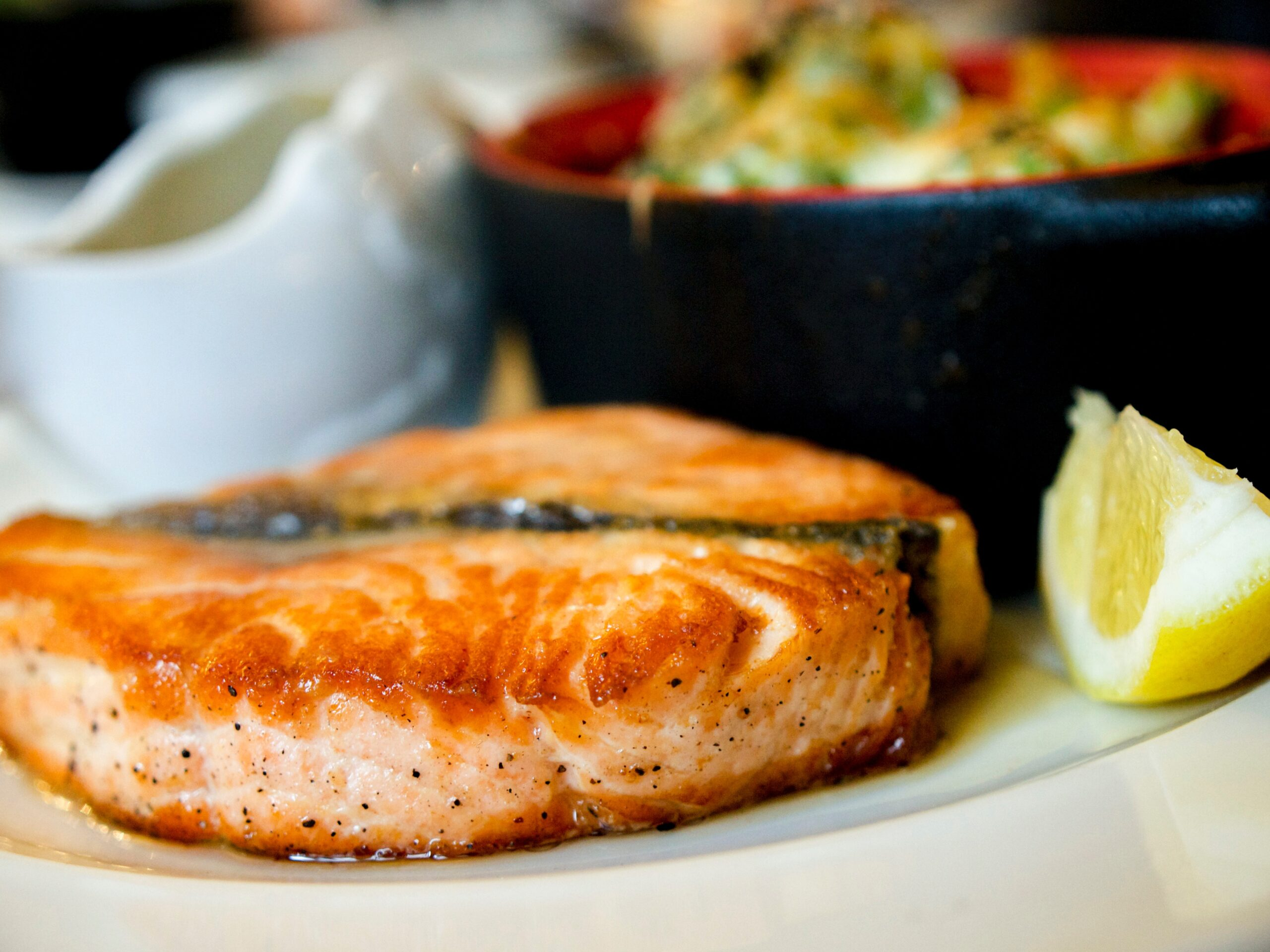 cooked-fish-on-plate-2374946